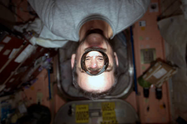 Chris_Hadfield_ISS_weightless_water