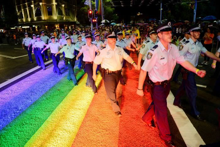 Marșul polițiștilor la parada homosexualilor și lesbienelor din Australia - sursa foto: abc.net.au